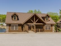 2 Br Lake-Front Luxury Cabin Pool, Fishing, Golf / L72